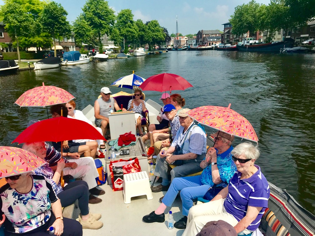 Senioren op de boot in Woerden